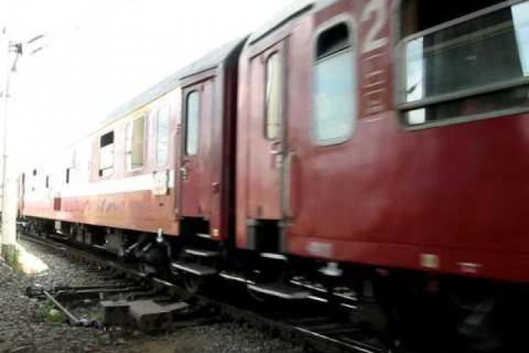 Vagoanele din Gara CFR Cluj, dezmembrate rand pe rand, de rromii in cautarea unui castig facil