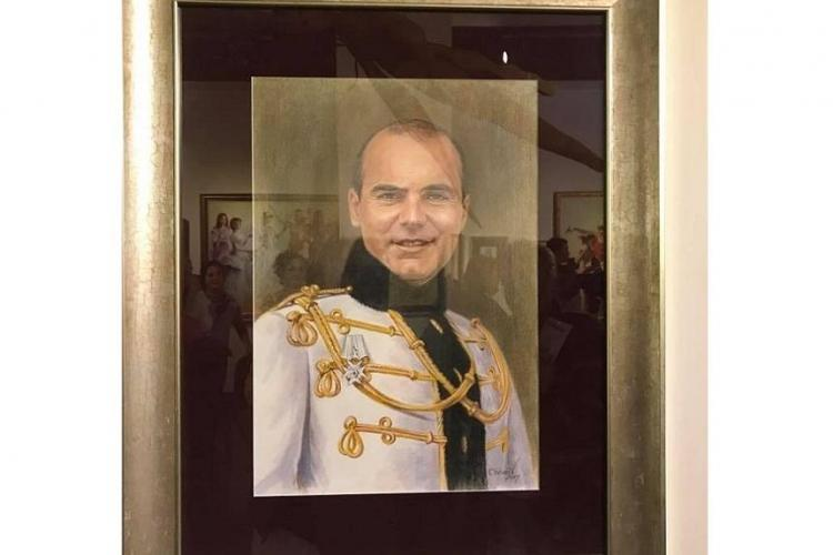 Un portret al lui Rareş Bogdan este expus la Muzeul Satului din Bucureşti