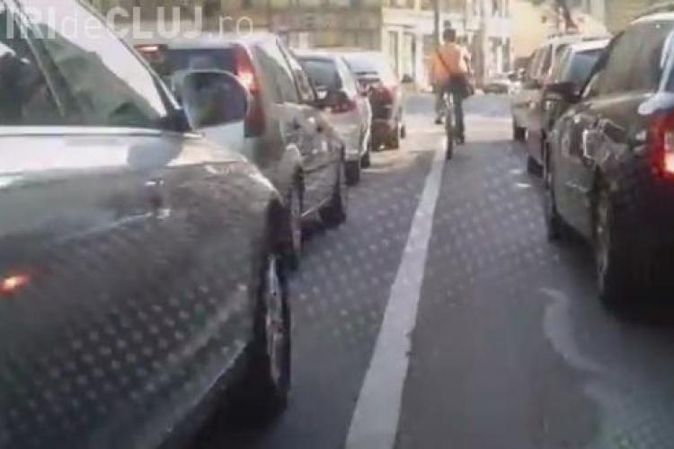 Cum trebuie să circuli pe bicicletă în trafic. Vezi care sunt recomandările polițiștilor clujeni