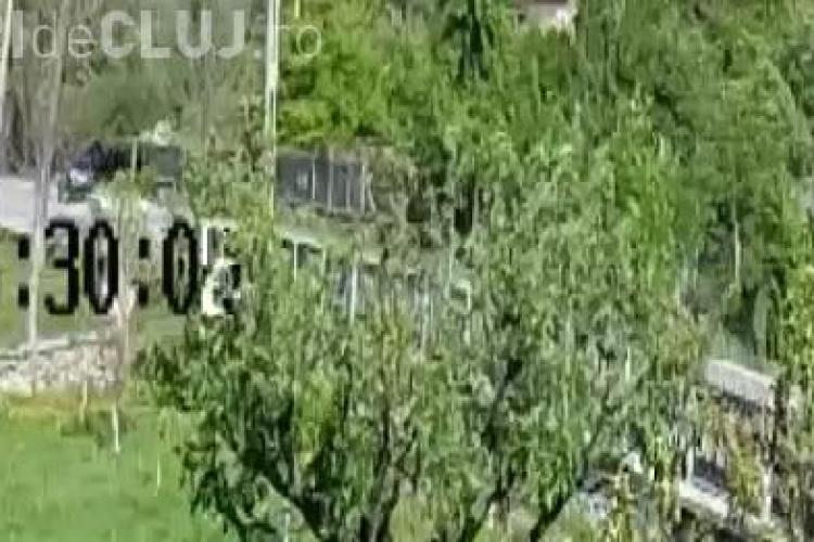 O şoferiţă a intrat cu maşina într-un parapet, speriată de camerele de verificare a rovinietei