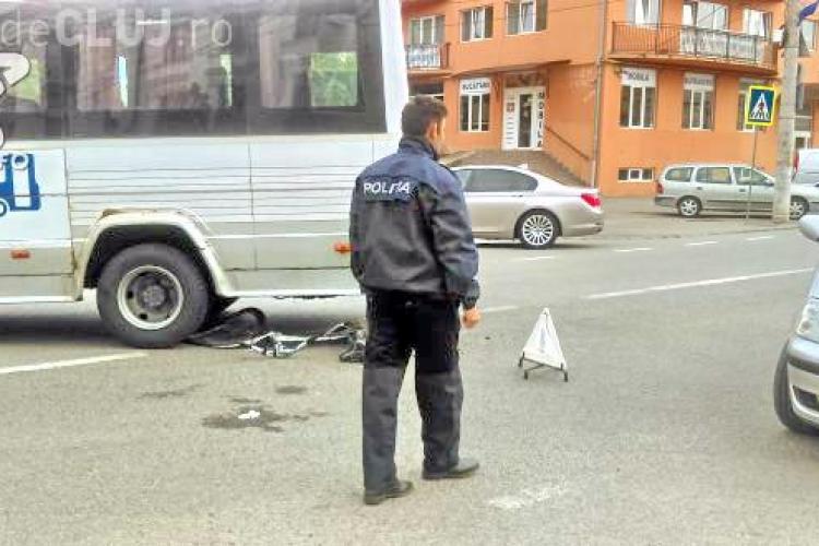 CLUJ: Biciclist rănit grav la Dej. A fost lovit de un microbuz VIDEO