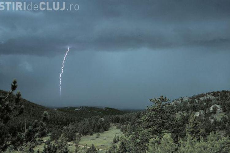 Cod galben de ploi cu descărcări electrice și grindină la Cluj. Ce anunță meteorologii