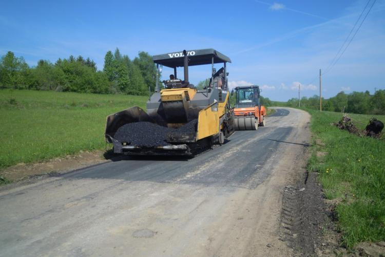 Cluj: Au început lucrările de întreținere și reparații pe drumul județean 103L Râşca – Mănăstireni