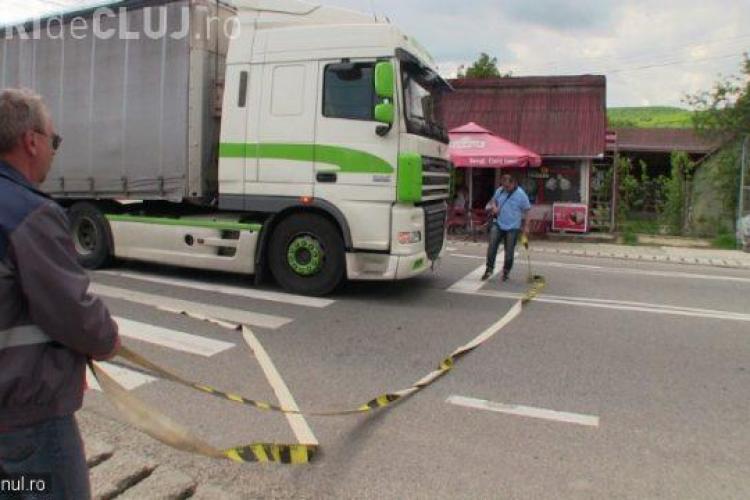 Clujean lovit de TIR pe trecerea de pietoni. A ajuns la spital VIDEO