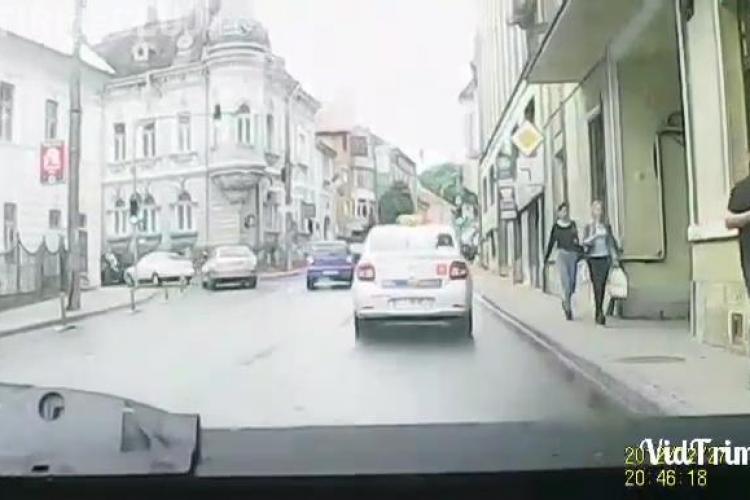 Client isteric, dat jos din taxi pe strada Republicii. Șoferul nu a rezistat nici 10 metri - VIDEO