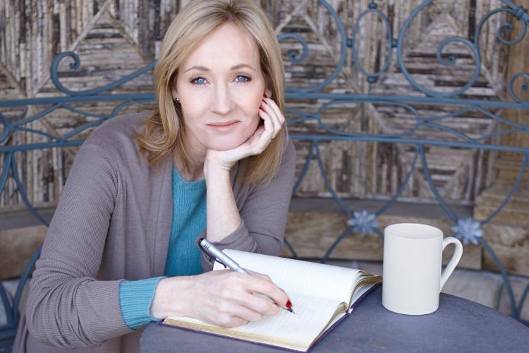 J.K. Rowling cere ajutorul fanilor săi: Harry Potter a fost furat