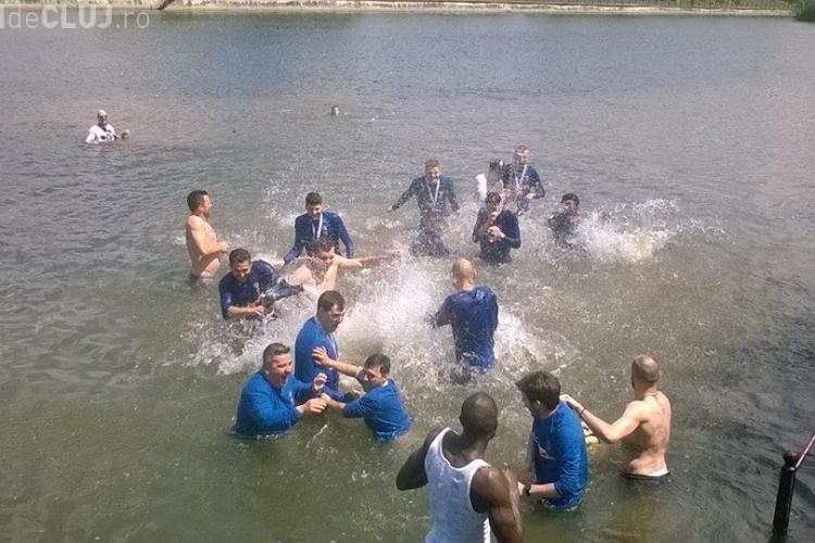 Conform tradiției, campioana U-BT Cluj-Napoca a făcut baie în Someș - FOTO