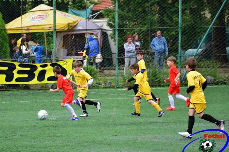 """Campionat de fotbal pentru copii la Cluj: """"Fotbal à la Cluj"""" adună 90 de echipe"""