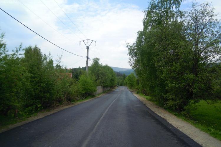 S-au terminat lucrările de asfaltare pe drumul Baisoara - Statiunea Muntele Baisorii - FOTO