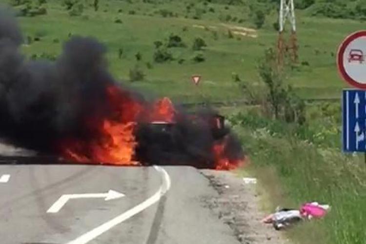 Cluj: O mașină a ars ca o torță - VIDEO