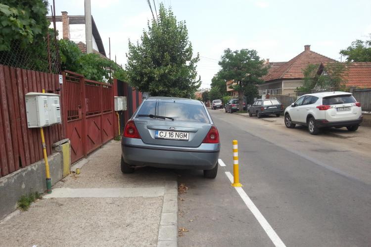 Primăria Cluj-Napoca declară război șoferilor care își țin mașinile în fața casei și curtea goală