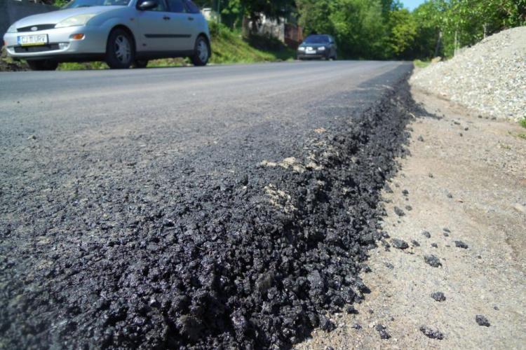 Se asfaltează drumul judeţean 103G Gheorgheni - Centura ocolitoare Apahida-Vâlcele - FOTO