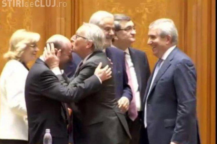 Moment inedit! Jean Claude Juncker l-a sărutat pe frunte pe Traian Băsescu