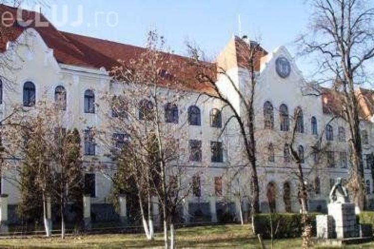 Profesoara din Turda, SANCȚIONATĂ după ce le-a recomandat elevilor un film cu scene GAY