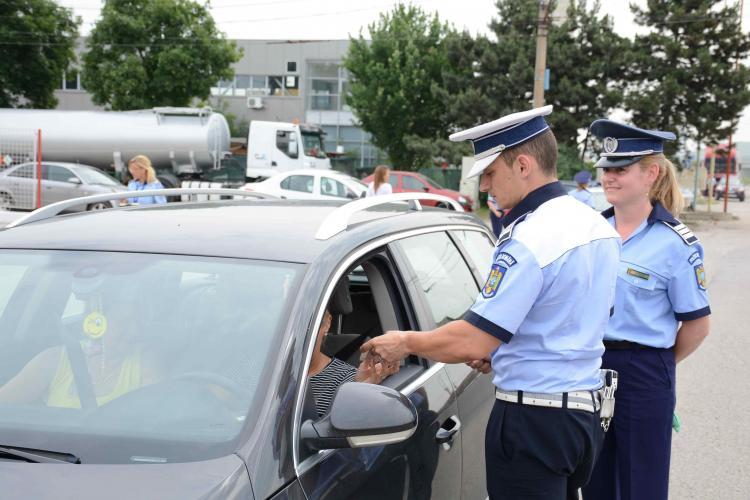 Acțiune civică a Poliției Rutieră la Cluj. De ce surpriză au avut parte șoferii trași pe dreapta FOTO