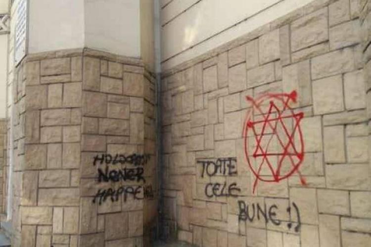 "Cluj: Pe Sinagoga din Cluj au apărut inscripții antisemite: ""Holocaust never happened"""