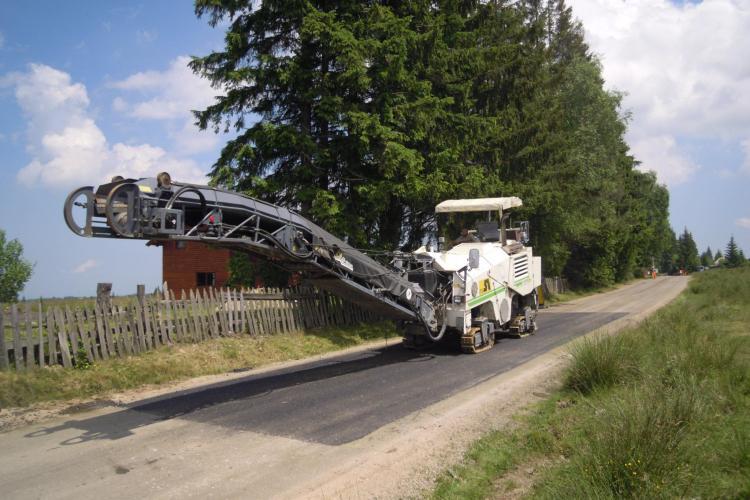 Ample lucrări de întreţinere pe drumul județean Căpușu Mare – Dângău - Râşca - Beliş