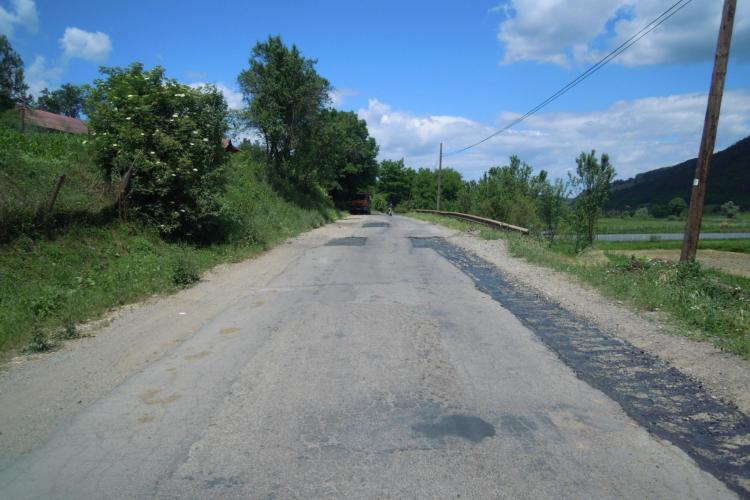 Se lucrează la drumul care tranzitează complexul de lacuri Țaga - Geaca