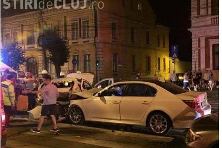 Accident cu patru victime în centrul Clujului! Un șofer RUPT de beat a intrat cu BMW-ul în plin într-un taximetru FOTO