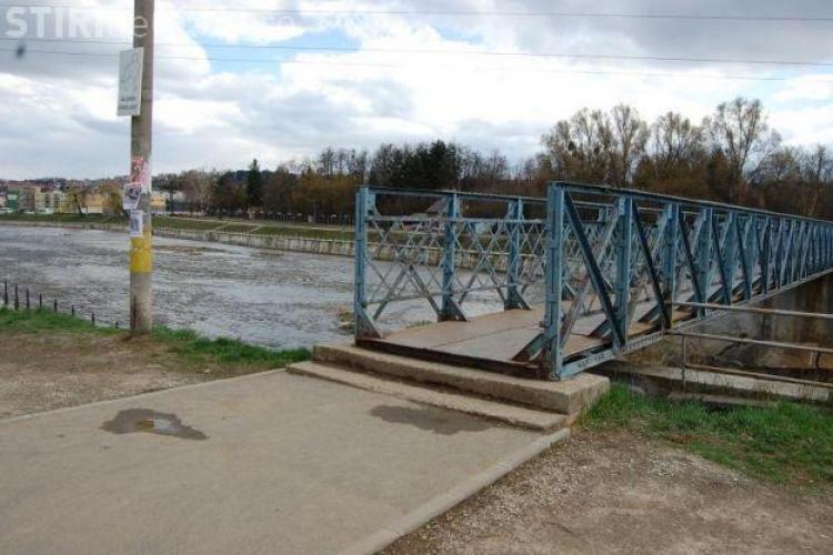 Pasarela de peste râul Someș va fi consolidată. Diferit va lucra 4 LUNI