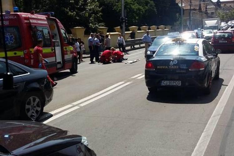 UPDATE Un biciclist a lovit un pieton pe trecere la USAMV și s-a accidentat grav. A ajuns la spital FOTO