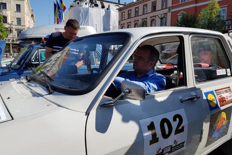 Emil Boc, la volanul unei Dacii 1300, care refuza să pornească - VIDEO