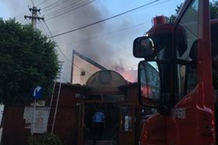 Incendiu la un local din Cluj-Napoca! Clienții au fost nevoiți să fugă din incintă FOTO