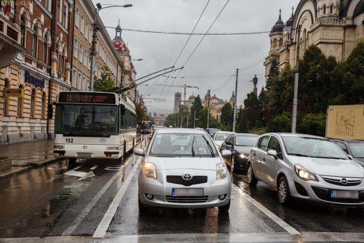 Banda dedicată pentru transportul în comun ar putea fi un SUCCES, dacă șoferii respectă regulile