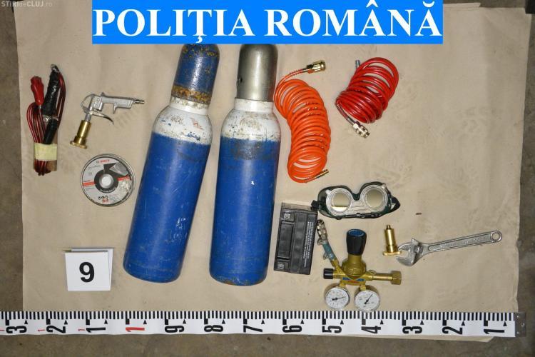 Casă de amanet din Mărăști, spartă de doi unguri. Seiful a fost tăiat în padure - VIDEO