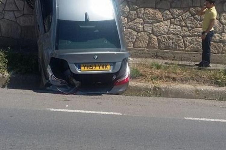 Cluj-Napoca: Șoferul unui BMW a uitat să tragă frâna de mână. Ce a urmat - FOTO