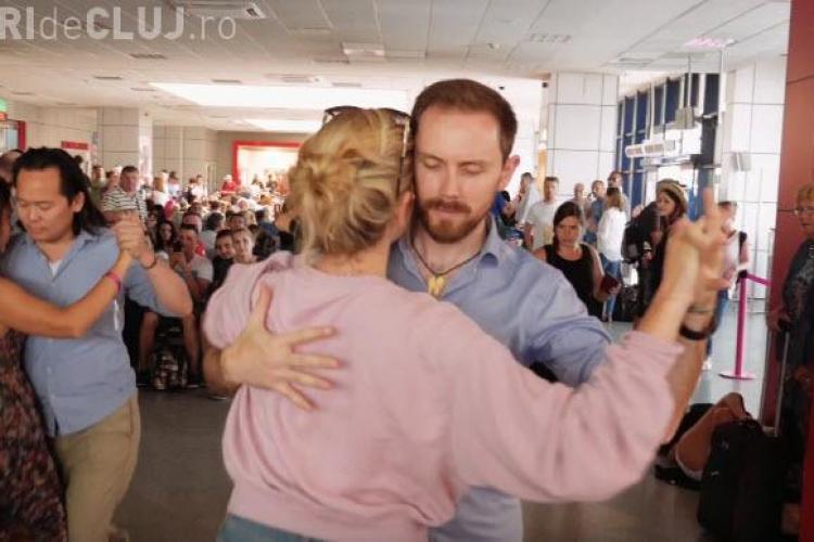 Tango Flashmob la Aeroportul Cluj, în sala de așteptare plecări - VIDEO