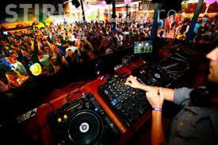 Droguri în cluburile de noapte din Mamaia. Trei persoane, reţinute