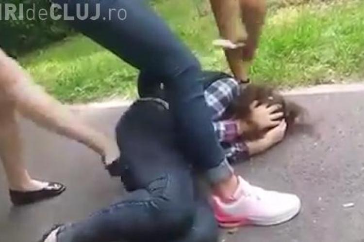 Găștile de fete din Mănăștur atacă adolescente, le bat și le tâlhăresc