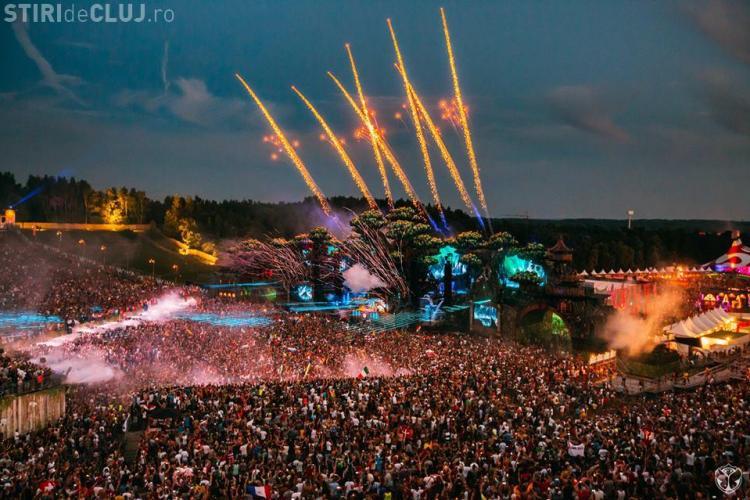 """Emil Boc nu crede că la Tomorrowland muzica s-a oprit la 1.00 noaptea: """"Trebuie verificat. E o gogoriță"""""""