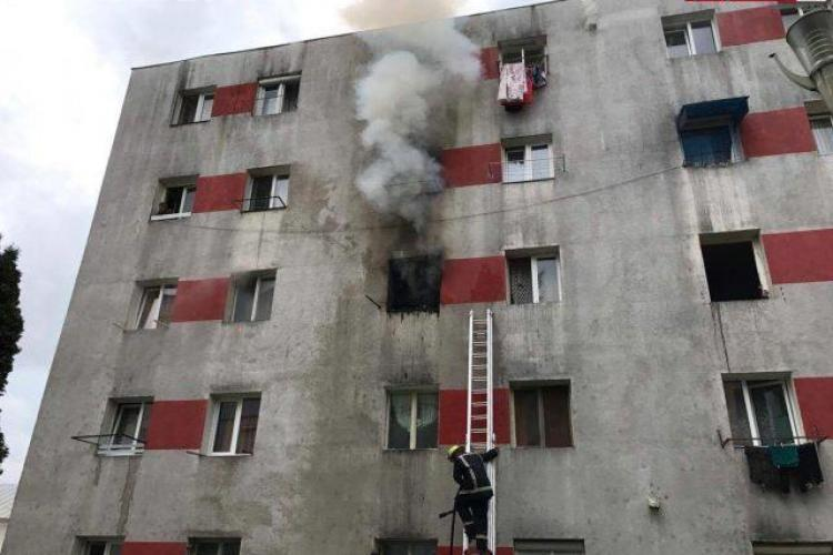 Incendiu cu trei victime la Dej! O garsonieră a izbucnit în flăcări VIDEO
