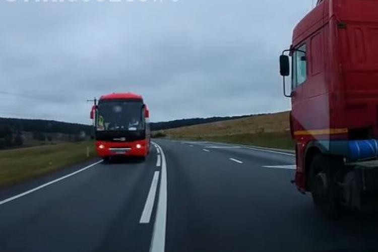 Șofer clujean, aproape strivit între un TIR și un autocar. A scăpat ca prin urechile acului VIDEO