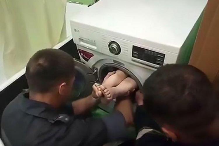 Un băiat de 7 ani s-a ascuns în mașina de spălat și nu a mai putut să iasă. Ce a urmat