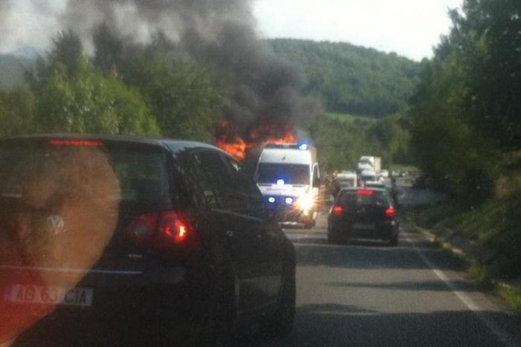 Un TIR a luat foc pe Piatra Craiului - FOTO