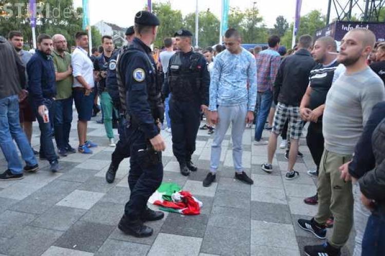La România-Ungaria, suporterii au dat foc unui steag maghiar - FOTO
