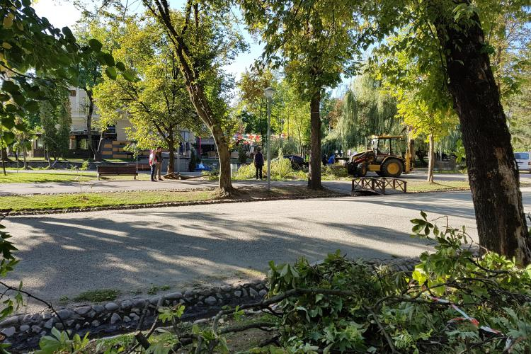 """Cluj-Napoca: Orașul a fost serios afectat de """"uraganul"""" de duminică! Cum arată Parcul Central luni dimineața - VIDEO"""