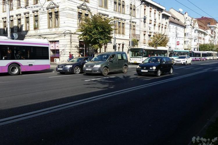 Blocaj pe banda dedicată pentru autobuze în centrul Clujului - FOTO