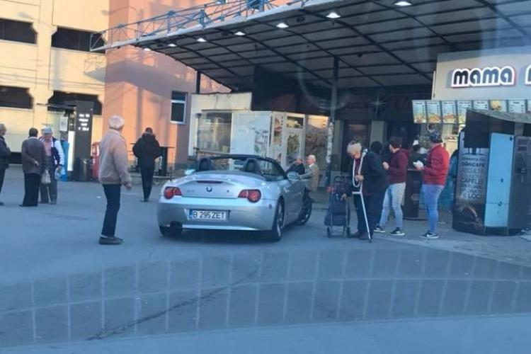 """""""Fast cocalaris"""" în Mănăștur. Parcare la geamul unui fast food - FOTO"""