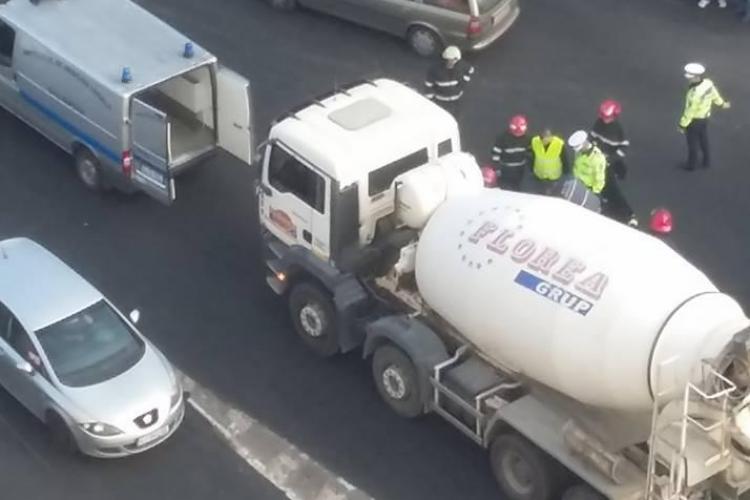 Accident mortal în cartierul Mărăști! Un pieton care traversa pe roșu a fost strivit de o betonieră FOTO
