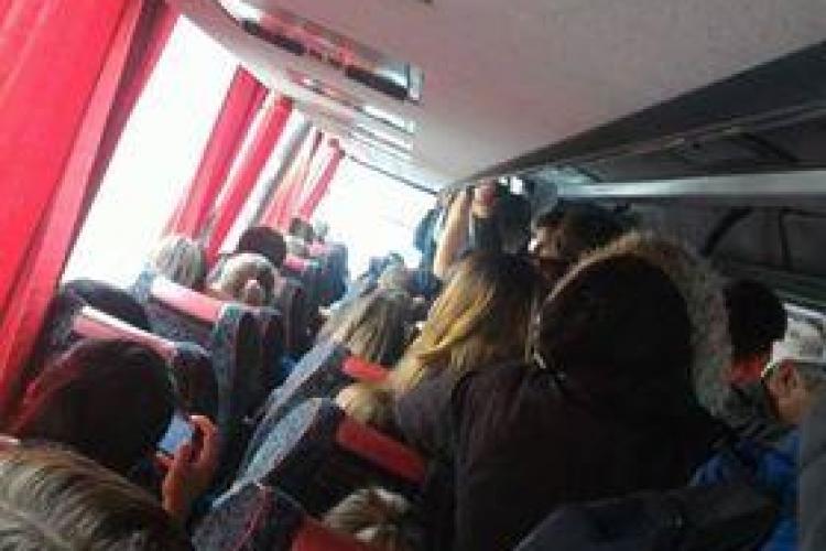 Locuitorii din Gilău, nevoiți să meargă înghesuiți în autobuze: Nu este normal! Cerem introducerea CTP FOTO