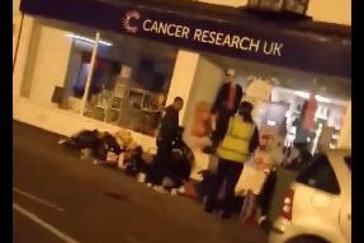 Roman prins în Anglia în timp ce fura din donațiile pentru cancer! - VIDEO