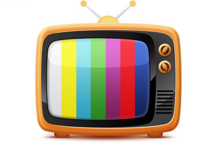 De ce e periculos să mănânci în timp ce te uiți la televizor