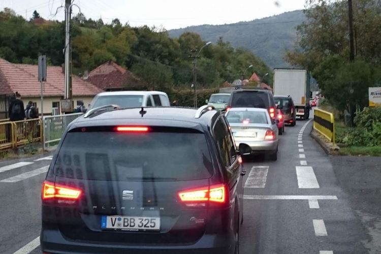 Târgul de la Negreni este COȘMARUL șoferilor - FOTO