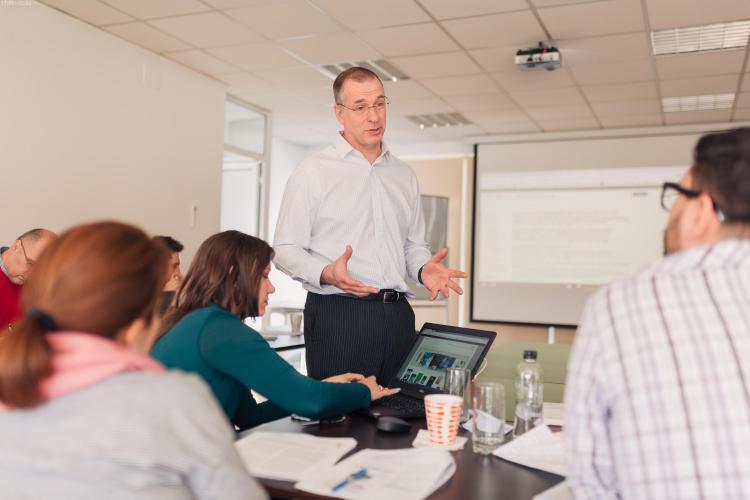 Banca Transilvania acordă 4 burse de câte 15.000 de euro la EMBA University of Hull