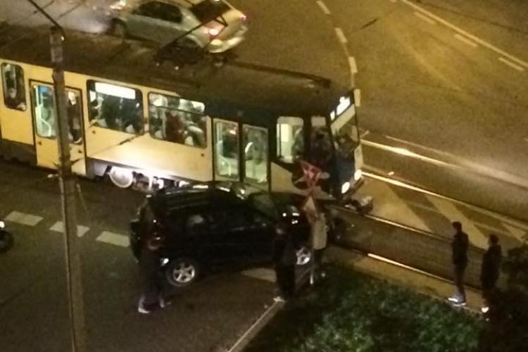 Accident între un tramvai și o mașină, în Mănăștur FOTO