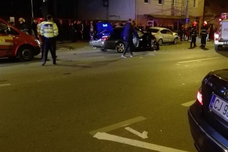 """Accident cu patru mașini implicate, pe Calea Dorobanților. Și-au făcut """"bolizii"""" praf, iar trei persoane au fost rănite VIDEO"""
